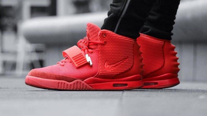 Inducir sorpresa molécula  How to Spot a Fake Nike Air Yeezy II 'Red October' - KLEKT Blog