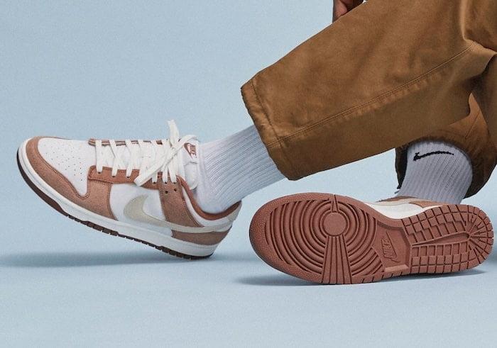 L'attribut alt de cette image est vide, son nom de fichier est Nike-Dunk-Low-PRM-Medium-Curry-1-min.jpg.